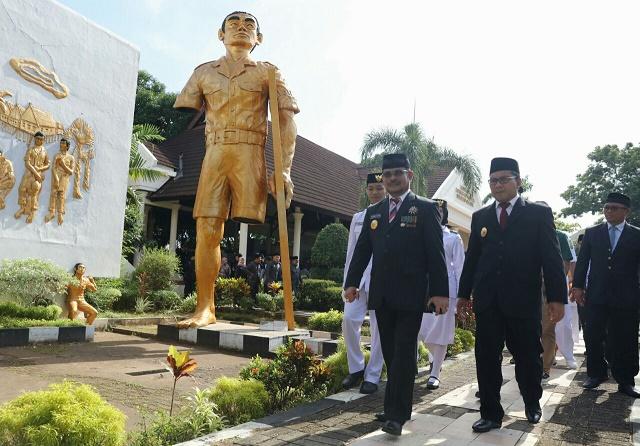 Syahrul Danny Hadiri Peringatan Korban 40 000 Jiwa Monumen 40000