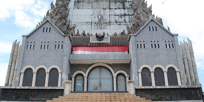 Kota Makassar Monumen Mandala Sebagai Salah Satu Ikon Tak Diminati