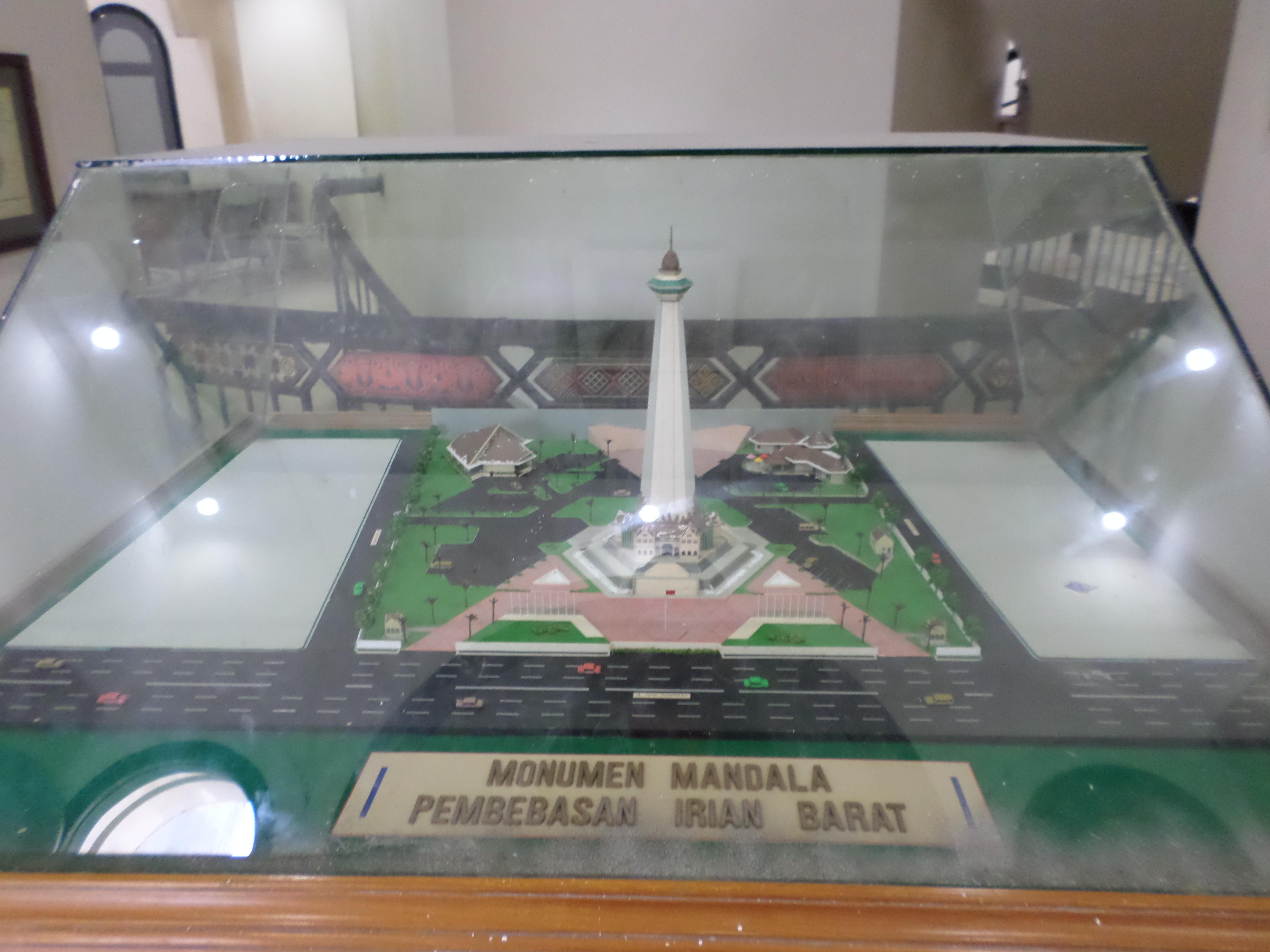 Monumen Mandala Monas Makassar Akbar Mangindara Maket Kawasan Pembebasan Irian