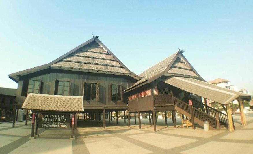 Destinasi Wisata Sejarah Sulawesi Selatan Museum Balla Lompoa Kota Makassar
