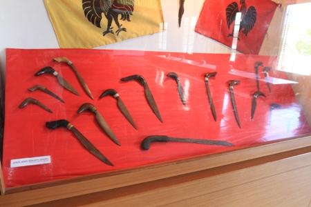Museum Balla Lampoa Indonesiakaya Eksplorasi Budaya Senjata Tajam Koleksi Lompoa