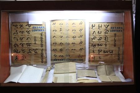 Museum Balla Lampoa Indonesiakaya Eksplorasi Budaya Tulisan Kuno Koleksi Lompoa