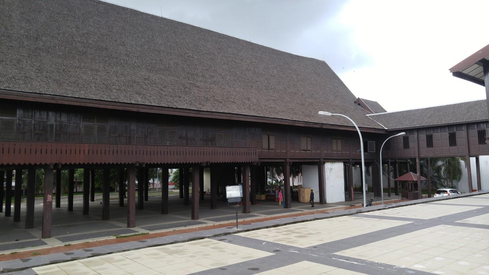 Wiyak Bumi Langit Museum Balla Lompoa Kabupaten Gowa Bangunan Dipercaya