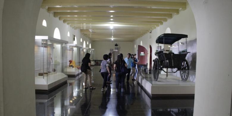 Wisata Sehari Kota Makassar Kompas Wisatawan Mengunjungi Museum La Galigo