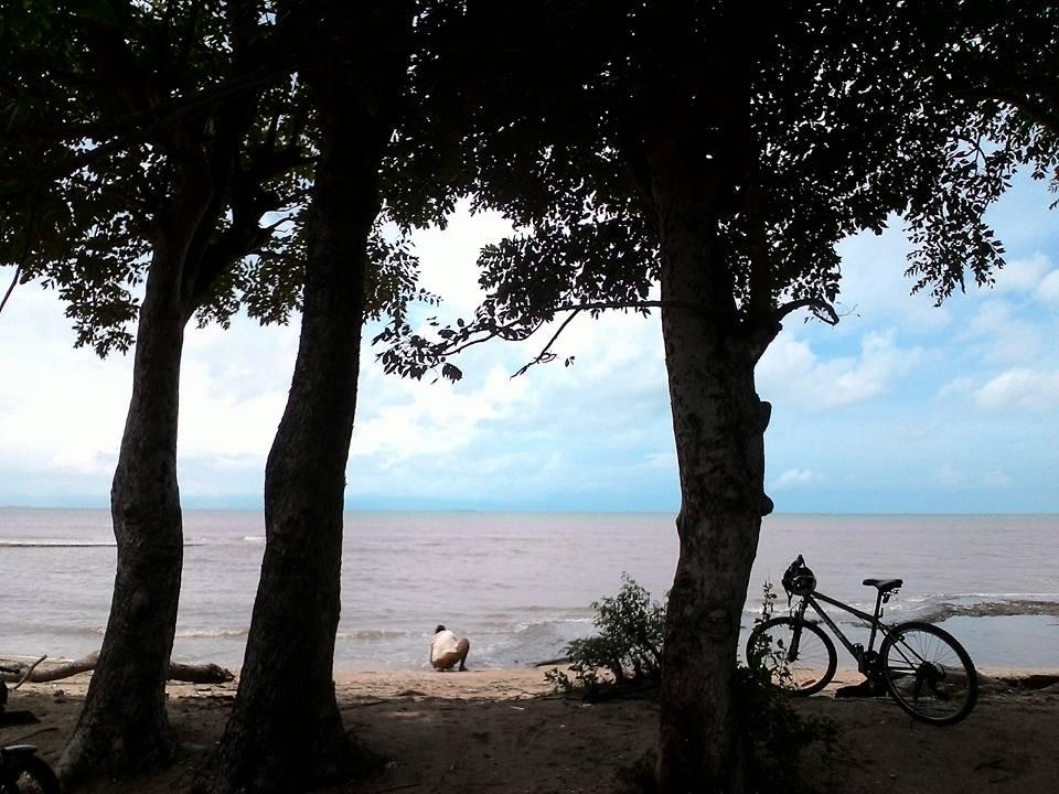 Menulis Pantai Kuri Alami Caddi Kota Makassar