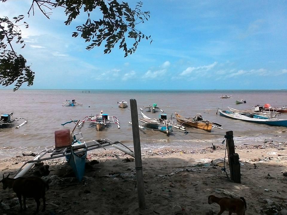 Menulis Pantai Kuri Suasana Belakang Kampung Caddi Kota Makassar
