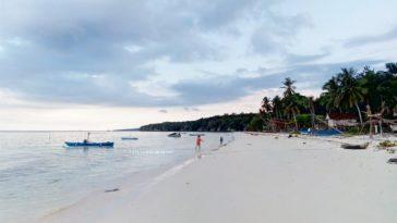 Menyimpan Keindahan Pantai Kuri Maros Dipenuhi Gugusan Batu Eksotik Surga