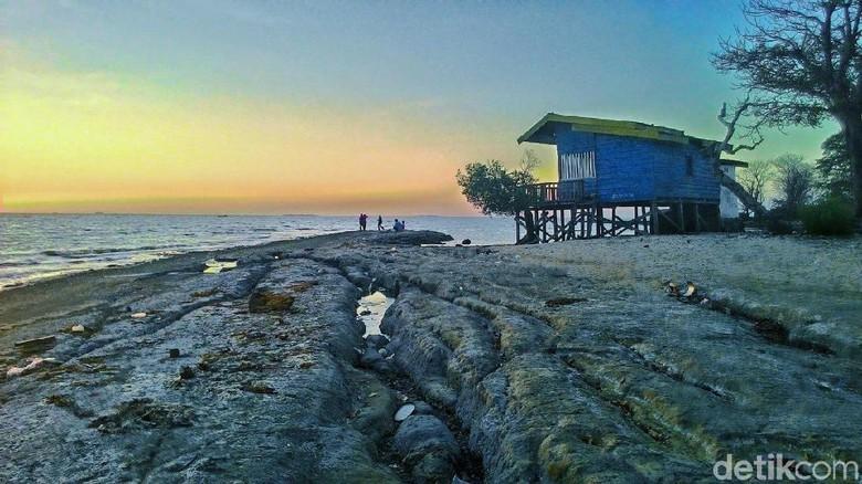 Pantai Maros Dipenuhi Gugusan Batu Eksotik Foto Kuri Batuan Eksotis