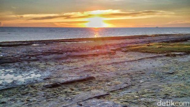 Pantai Maros Dipenuhi Gugusan Batu Eksotik Kuri Caddi Kota Makassar