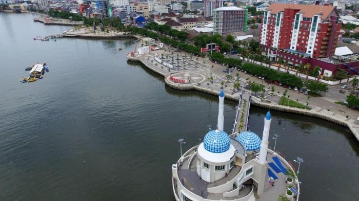 Foto Pantai Losari Makassar Udara Tribun Timur Kota