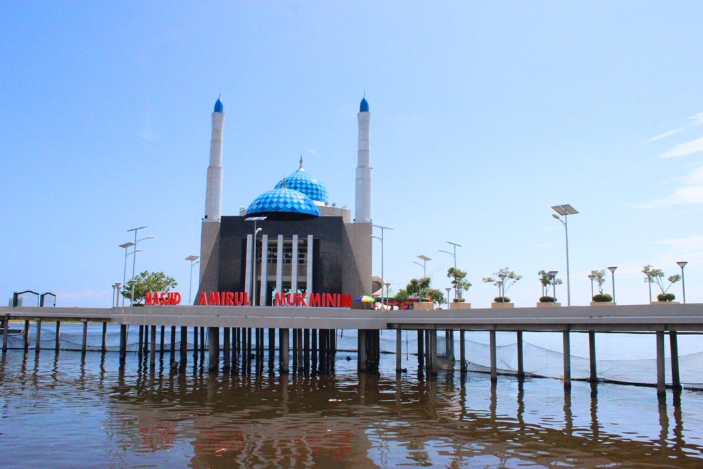 Keunikan Masjid Terapung Pantai Losari Makassar Bello Id Amirul Mukminin