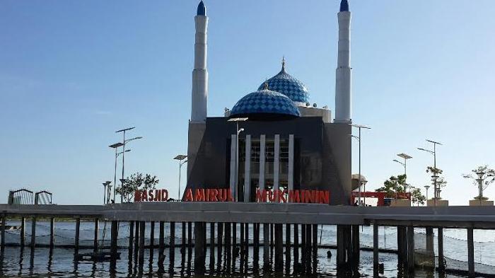 Masjid Terapung Pertama Indonesia Makassar Persisnya Pantai Losari Kota