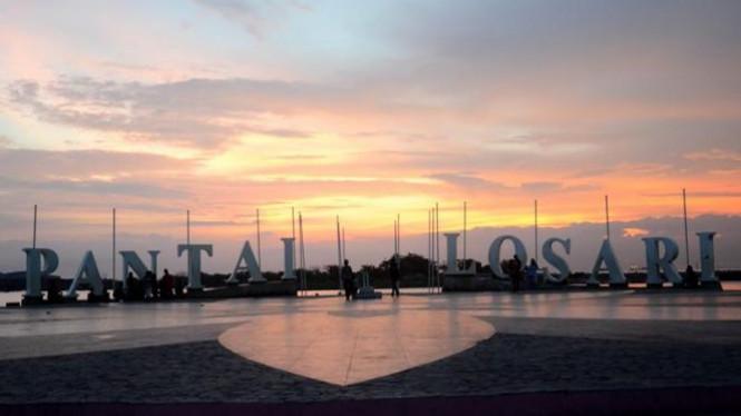 Menikmati Keindahan Pantai Losari Ikon Kota Makassar Viva Image Title