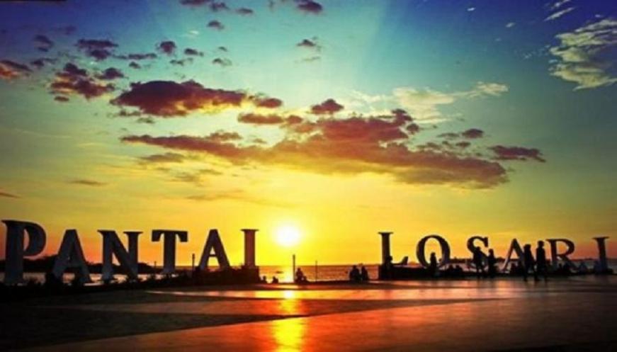 Pantai Losari Destinasi Favorit Berburu Panorama Sunset Kota Makassar