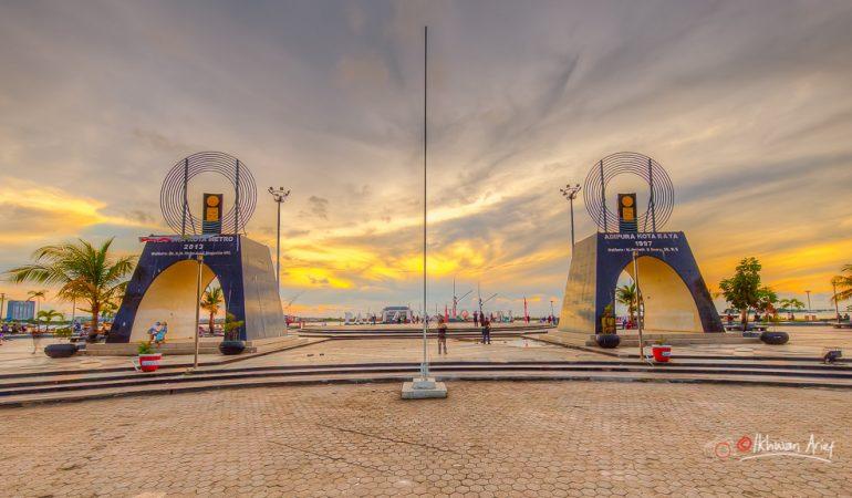 Pantai Losari Ikonik Kota Makassar Wisataholidays Diabadikan Sebuah Lagu Dangdut