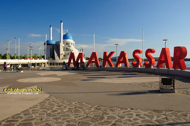 Pantai Losari Landmark Kota Makassar Catatan Nobi Huruf2 Raksasa Mesjid