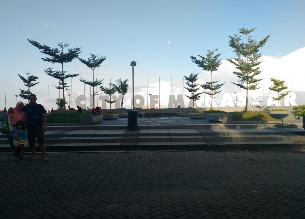 Pantai Losari Makassar Indonesia Spot Foto Tempat Kuliner Kota