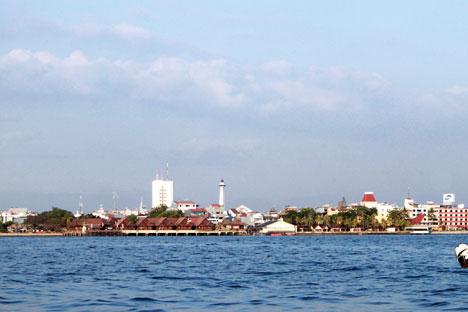 Pantai Losari Makassar Sebagian Kota