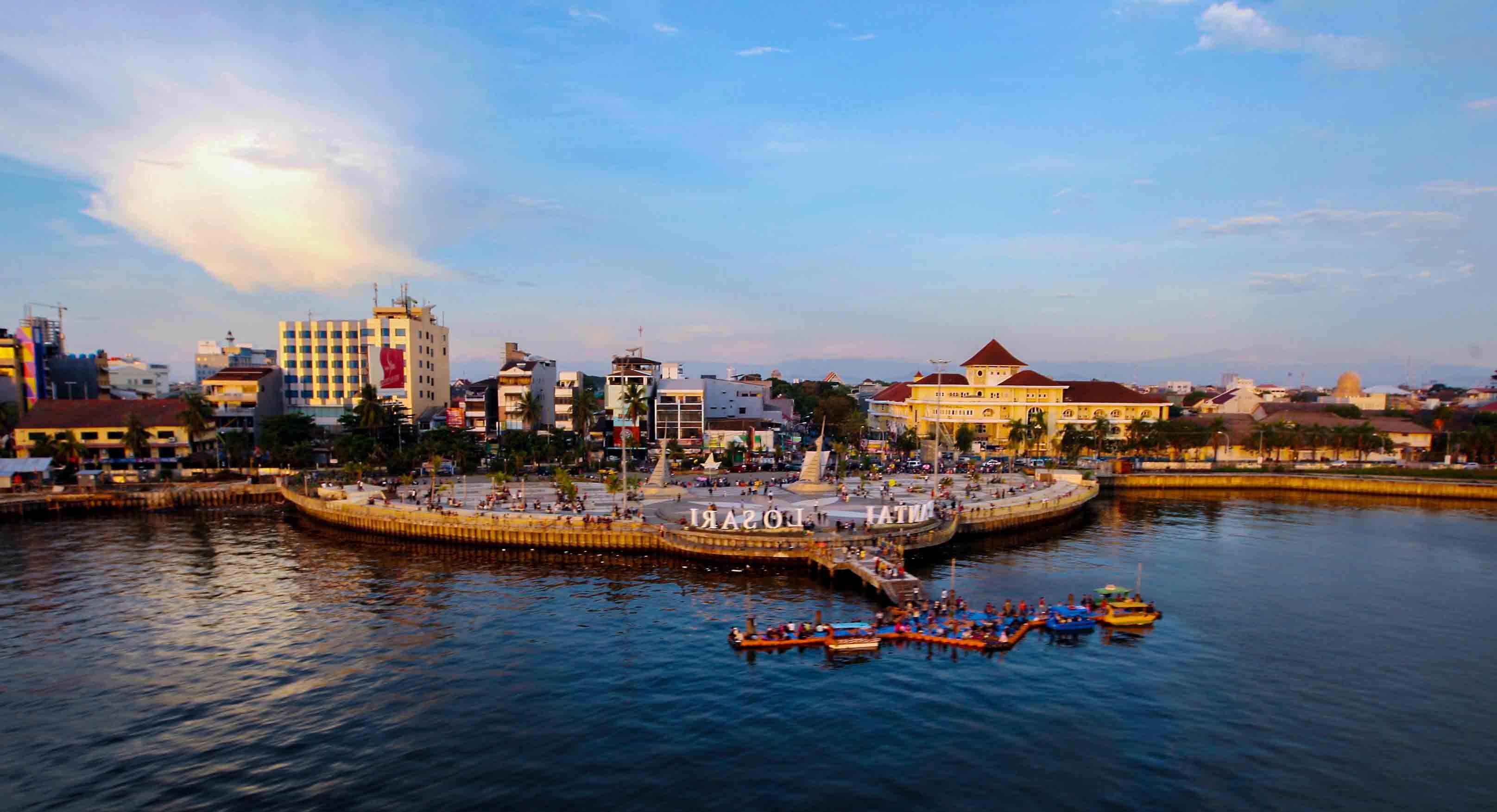 Pantai Losari Salah Satu Icon Kota Makassar Sulawesi Selatan