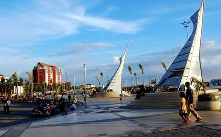 Pesona Landmark Kota Makassar Episode Wisata Pantai Losari Hotel 12