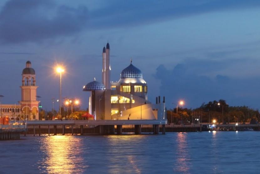 Sulsel Bakal Bangun Masjid Saingi Terapung Pantai Losari Kota Makassar