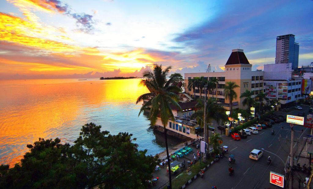 Sunset Pantai Losari Kota Makassar Sulawesi Selatan Indonesia