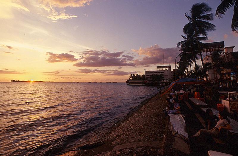Wisata Makassar Pantai Losari Aneka Tempat Warung Kota