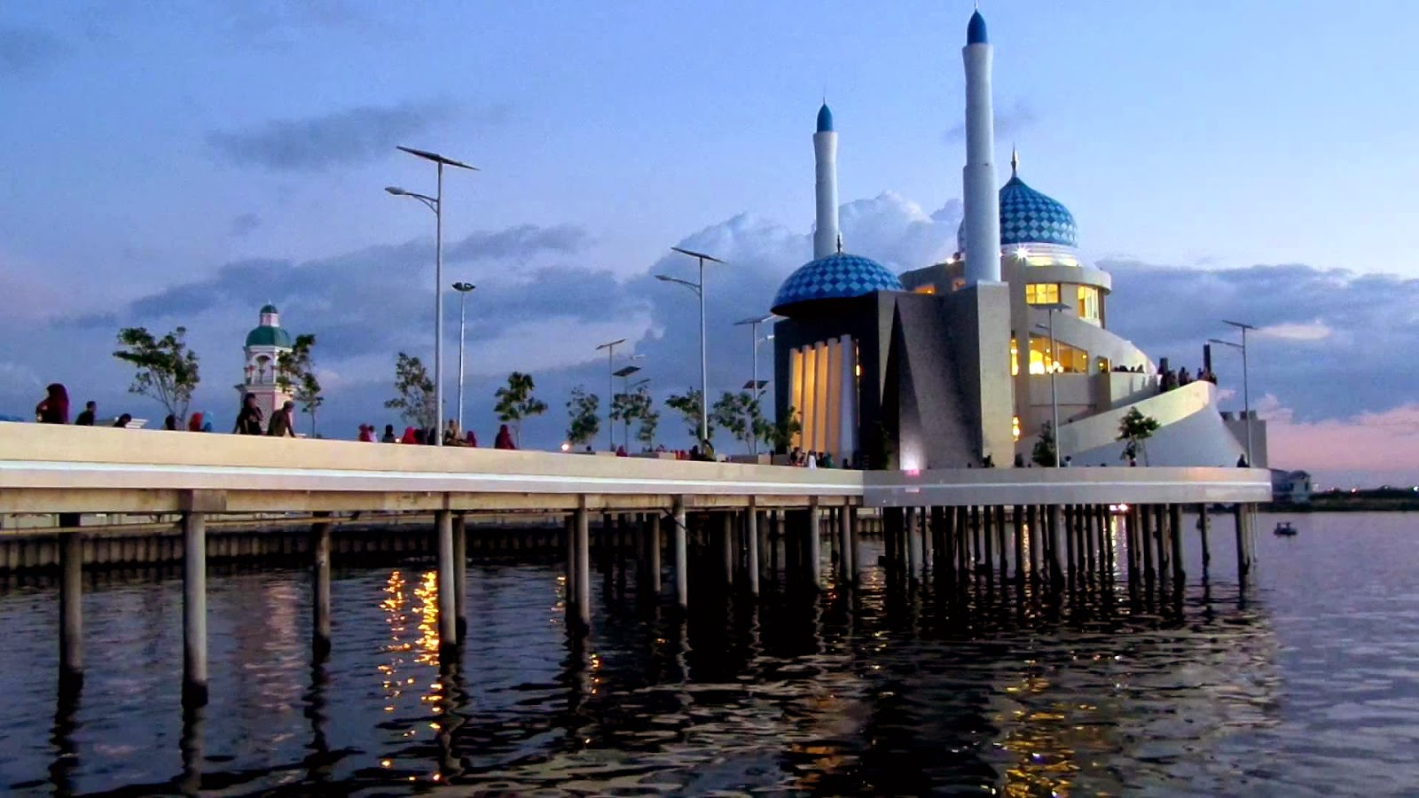 Wisata Pantai Losari Makassar Aneka Nusantara Mesjid Amirul Mukminin Kota