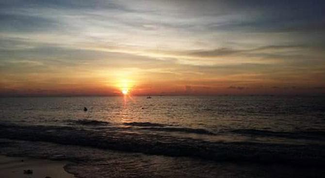 Cantiknya Pantai Tanjung Bayang Kota Makassar Senja