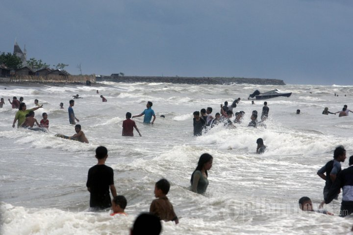 Dua Mahasiswa Unm Tenggelam Pantai Tanjung Bayang Foto 5 942341