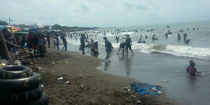 Jelang Tutup Warga Serbu Tanjung Bayang Kata Lurah Permandian Laut