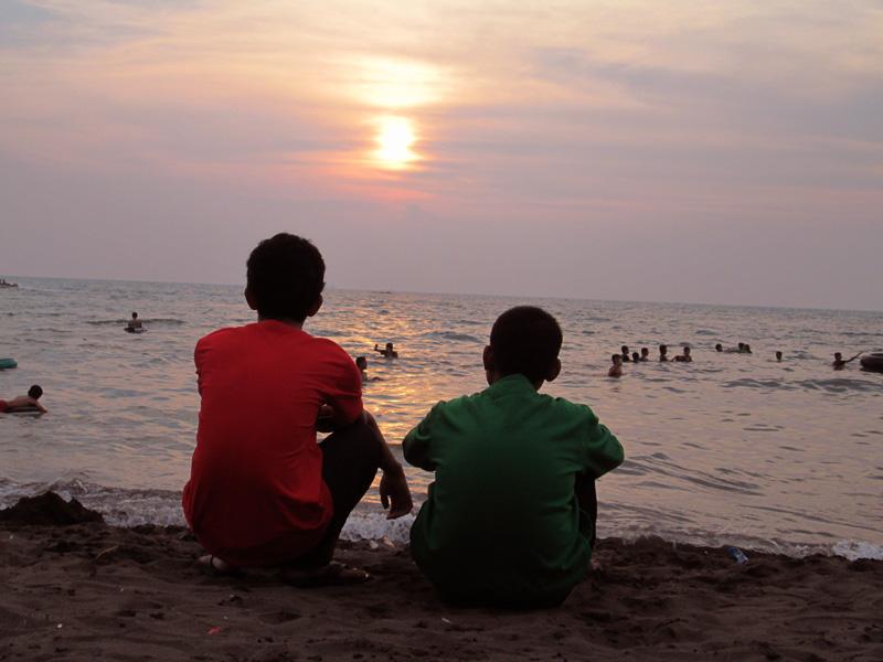 Sodventure Menikmati Indahnya Matahari Terbenam Pantai Tanjung Mencoba Suasana Berbeda