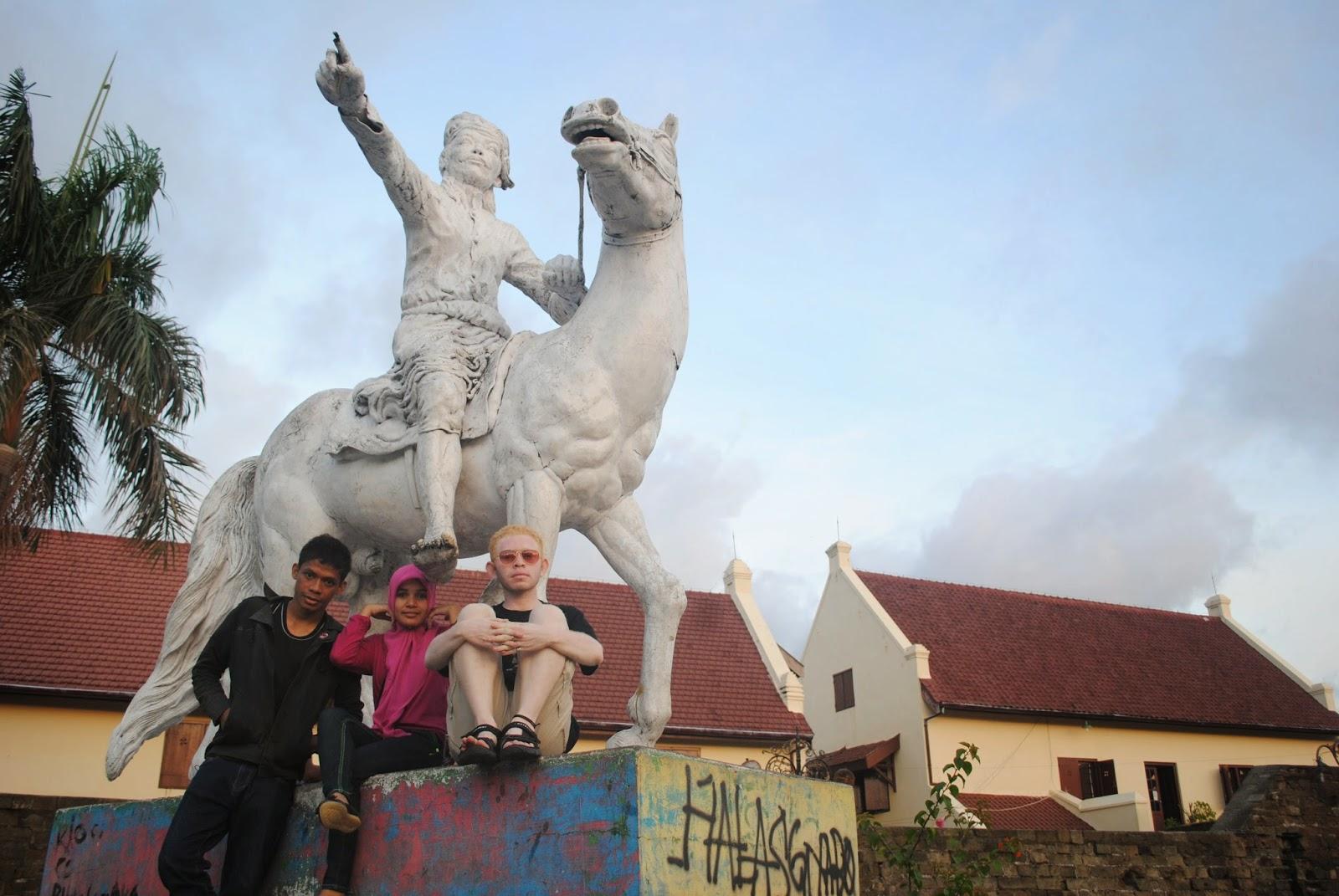 Muhammad Ronald Atanggae Desember 2014 Satu Taman Kota Makassar Maccini