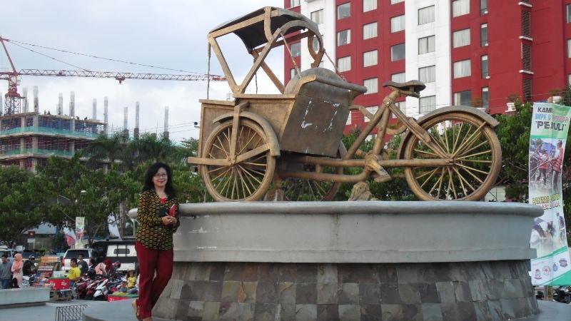 Ai Riana Ks Kembar Adipura Losari Monumen Becak Pantai Makassar