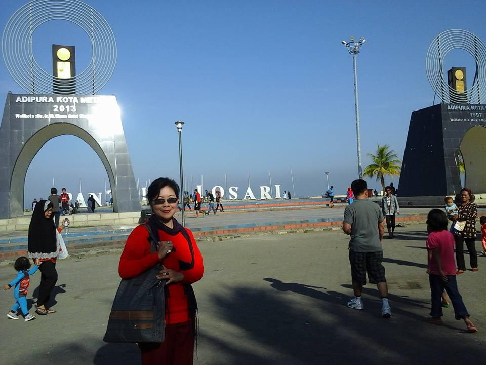 Ai Riana Ks Kembar Adipura Losari Tugu Pantai Makassar Anjungan
