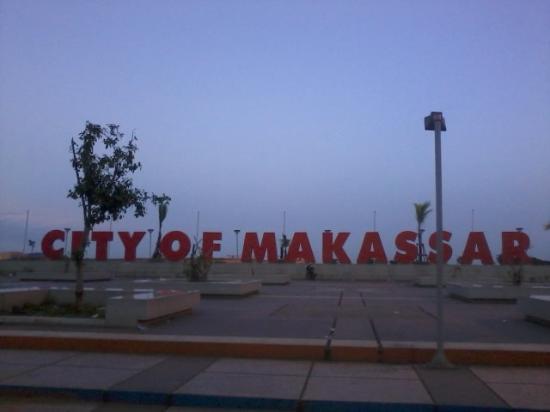 Anjungan Makassar Picture Losari Beach Tripadvisor Tugu Adipura Pantai Kota