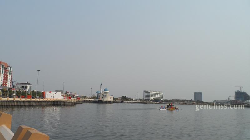 Anjungan Pantai Losari Makassar Gendhiss Blog Tugu Adipura Kota