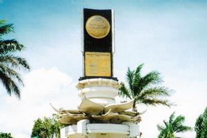Makassar Batal Bangun Tugu Adipura 2013 Anjungan Pantai Losari Kota