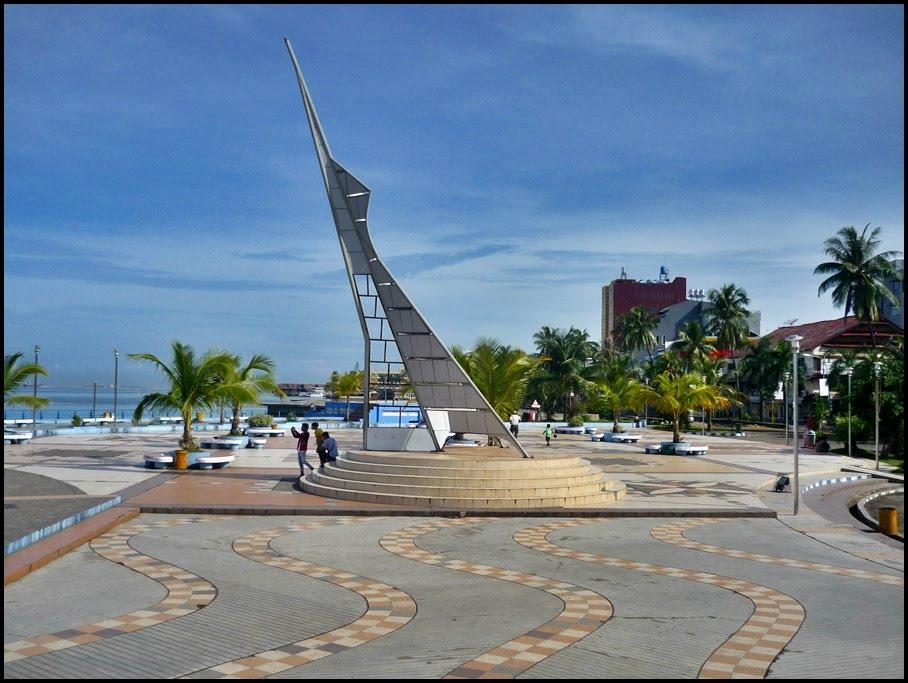 Maret 2011 Tugu Adipura Anjungan Pantai Losari Kota Makassar