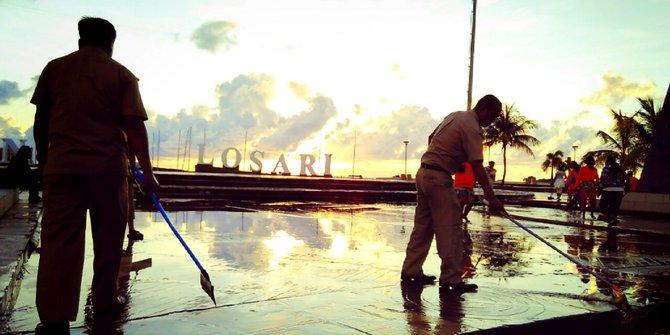 Menikmati Sunrise Pantai Losari Ramadan Merdeka Tugu Adipura Anjungan Kota