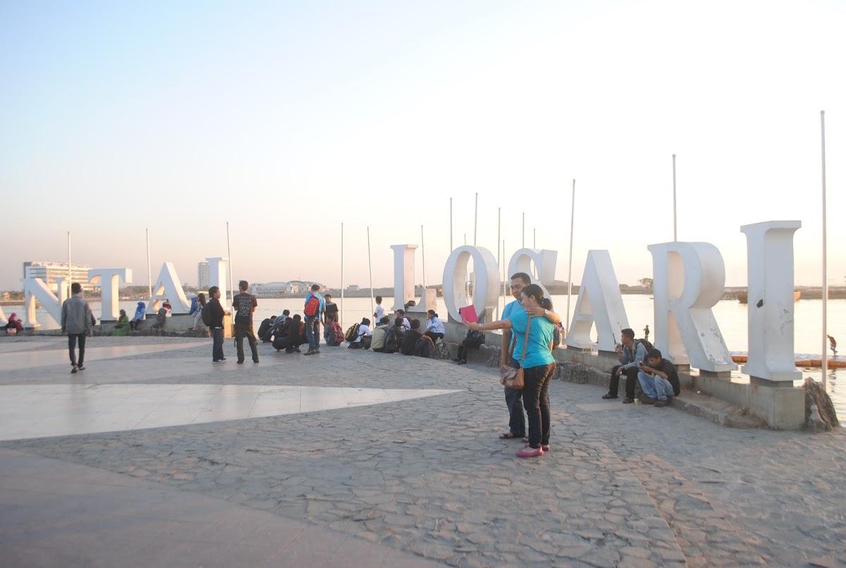 Pantai Losari Makassar Indonesia Anjungan Bugis Tugu Adipura Kota