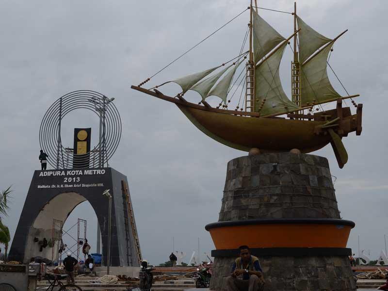 Pembangunan Tugu Adipura Anjungan Pantai Losari Makassar Proyek Piala Supremasi