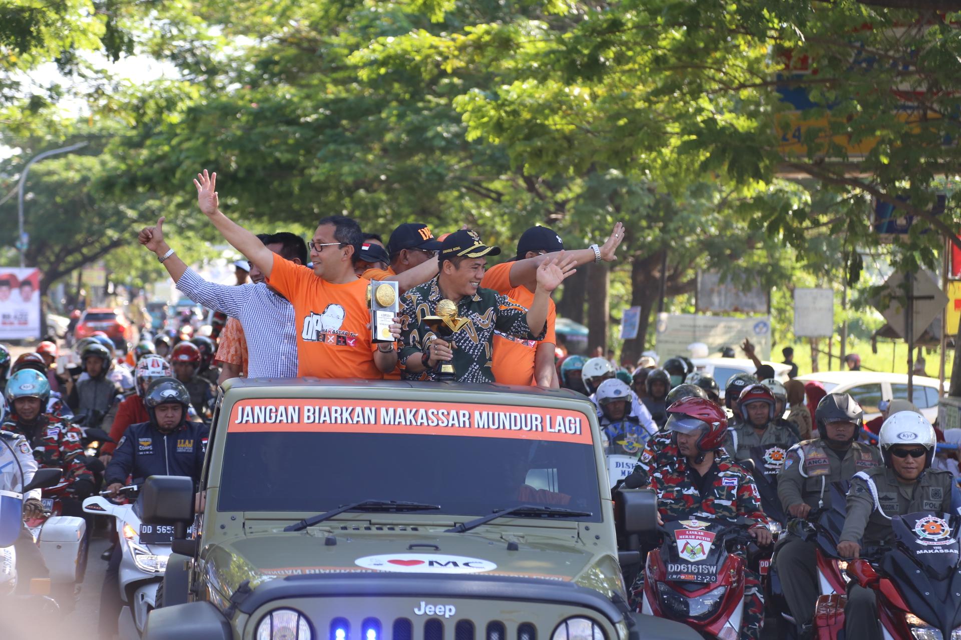 Piala Adipura Ketiga Diarak Wali Kota Keliling Makassar Fajar Tugu