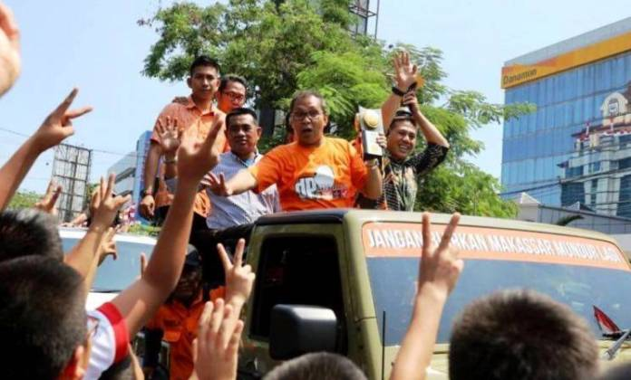 Piala Adipura Tidak Butuh Tugu Makassar Kabarmakassar Anjungan Pantai Losari