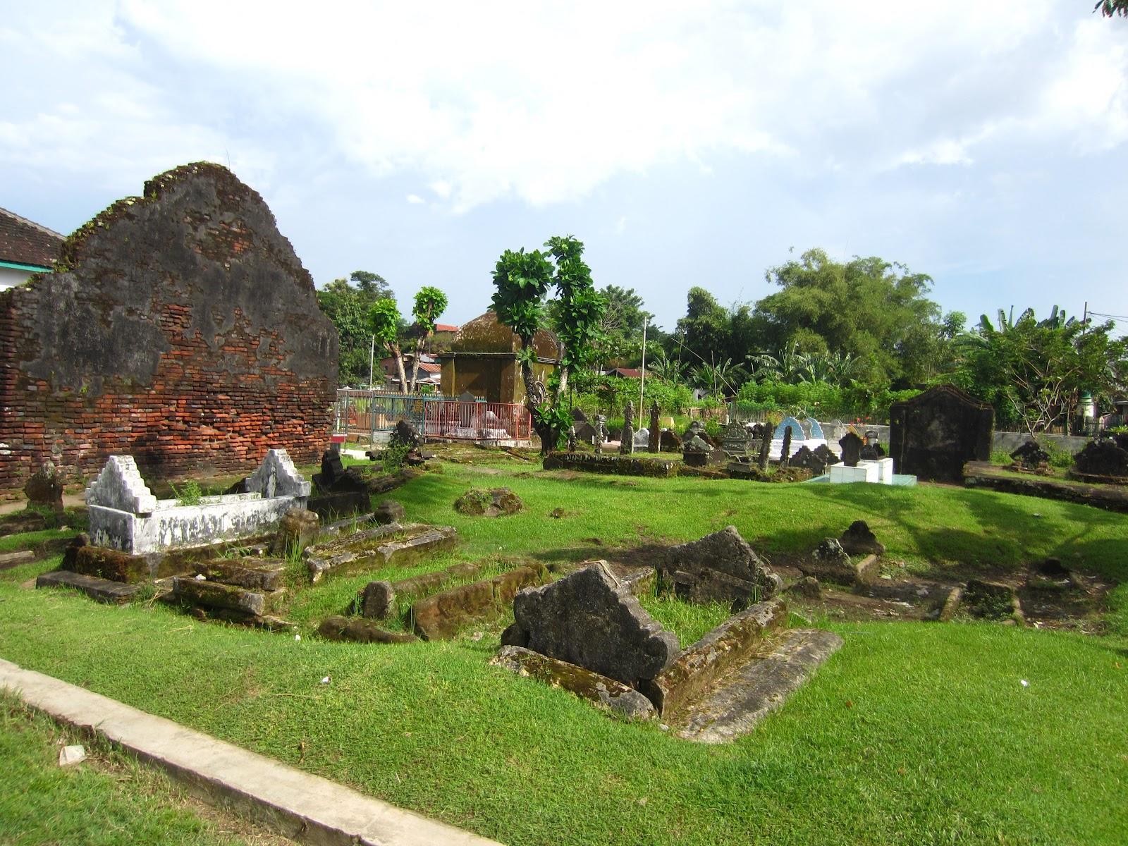 Ayo Ber Wisata Kota Sejarah Makassar Adlien Travel Journal Makam