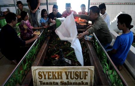 Berziarah Makam Syekh Yusuf Panduan Wisata Keliling Dunia Menggunakan Angkutan