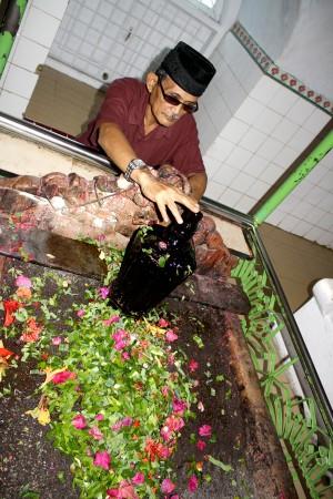 Kubah Tanah Istana Kalegowa Oleh Azis Kuba Kompasiana Ziarah Makam