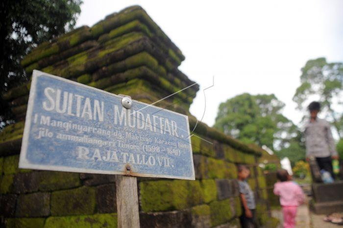 Makam Raja Tallo Antara Foto Anak Berziarah Sultan Mudhafar Vii
