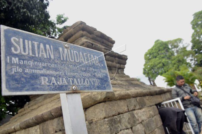 Ziarah Makam Raja Tallo Antara Foto Peziarah Bersiap Memasuki Sultan