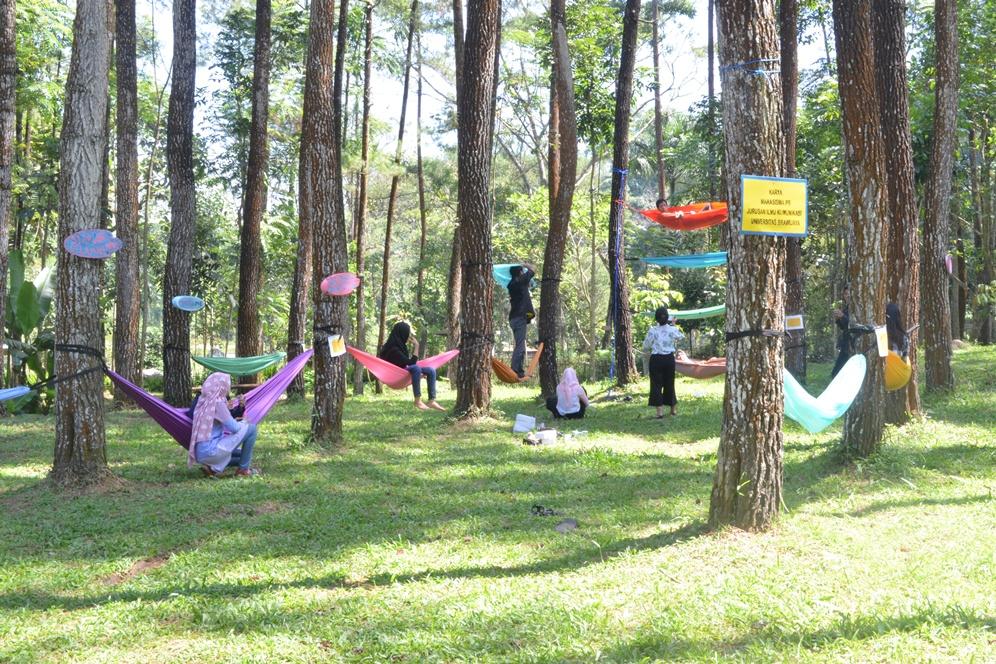 Malang Merdeka Menengok Wajah Wisata Candi Suasana Fun Wisatawan Menikmati
